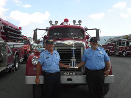 Bob Glick and Sid Yoder with Engine 101 in 2013